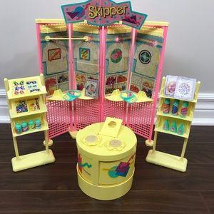 Vintage Skipper Barbie T-Shirt Stand Play Set